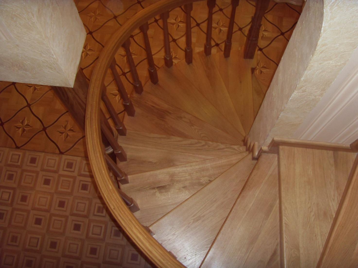 Дерев'яні гвинтові сходи