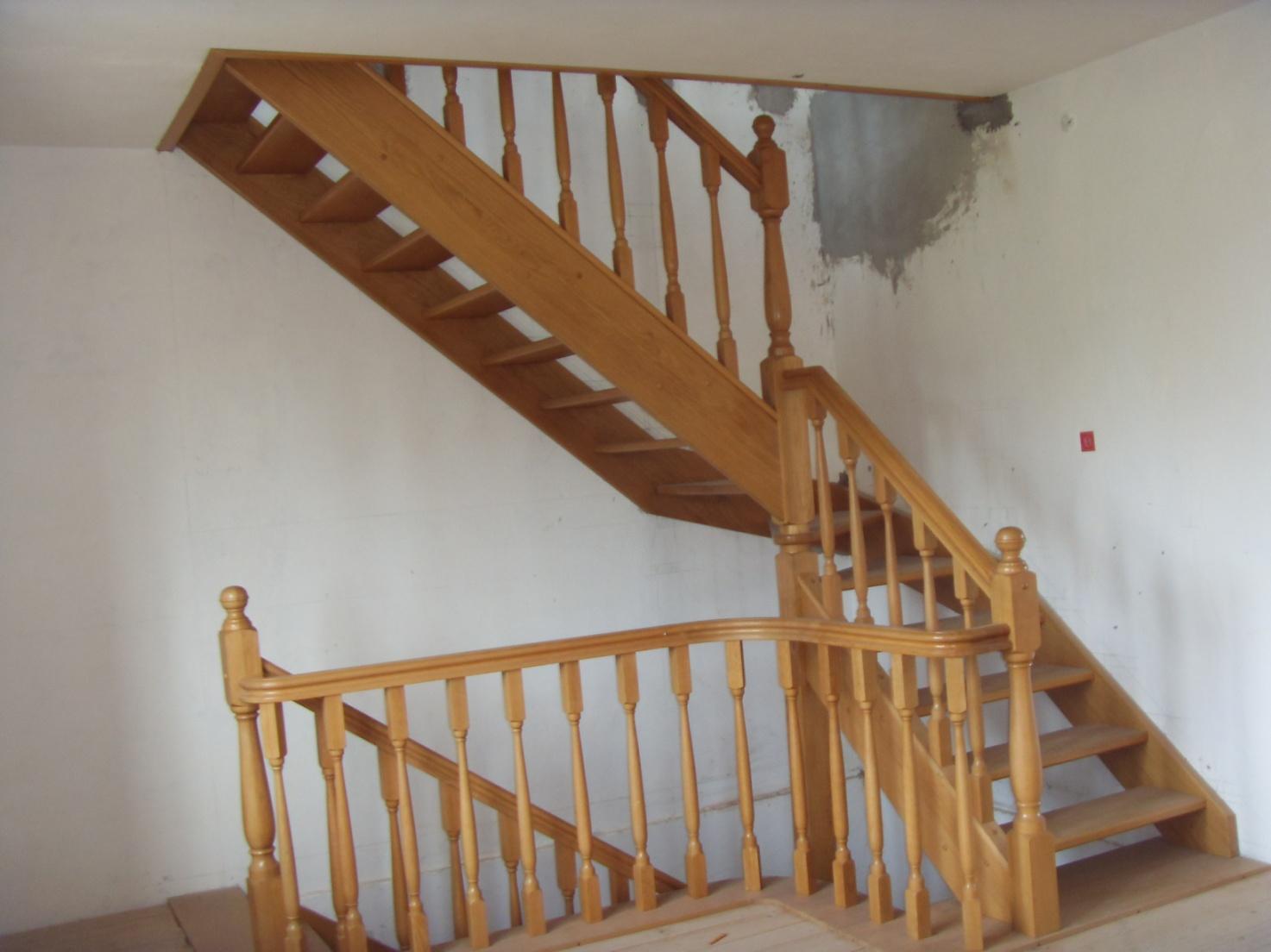 Зашиті дерев'яні сходи