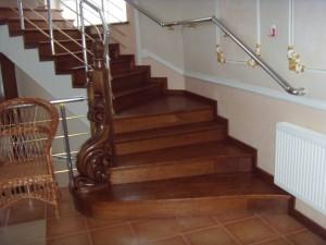 Різьблені елементи для декорування дерев'яних сходів