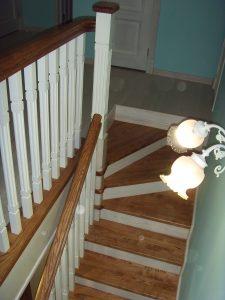 Дерев'яні сходи 39