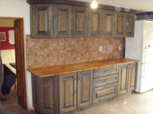 Кухні із масиву